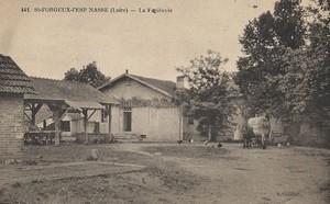 la-halle-de-saint-forgeux-lespinasse-1